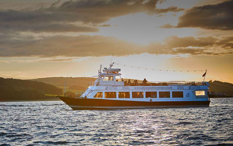 Sundowner Themed Cruise - Mobile Slide Four