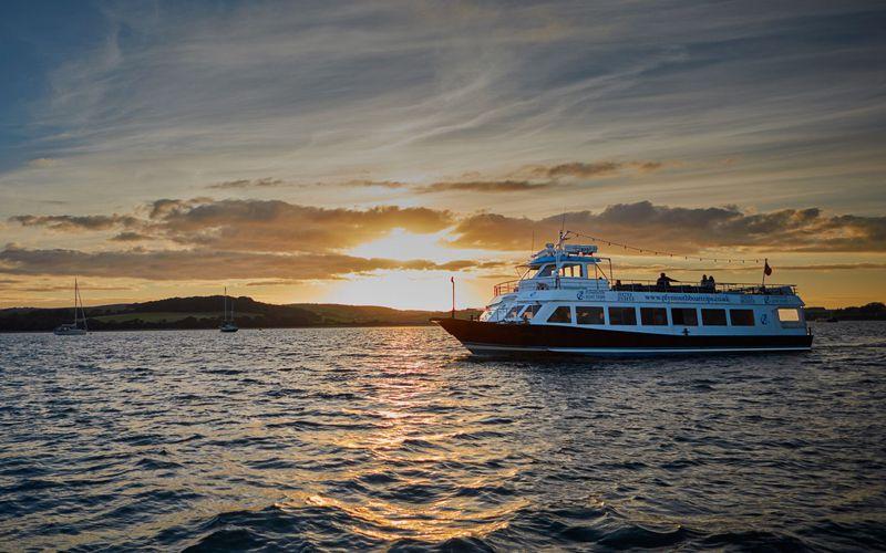 Sundowner Themed Cruise - Mobile Slide Two